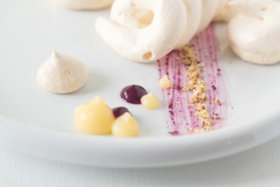 Deconstructed-pavlova-with-lemon-and-blueberry-curd-3