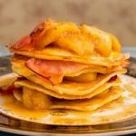 Clătite americane cu bacon și banane în sos de caramel