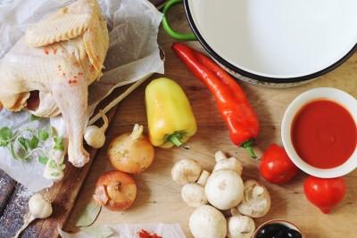 tocanita de pui cu ciuperci si masline