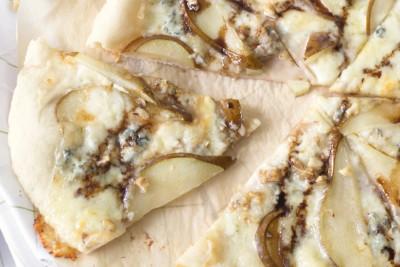 Pizza-cu-gorgonzola-si-pere