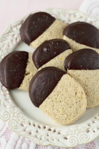 biscuiti-cu-ciocolata-neagra-si-sare-de-mare-1