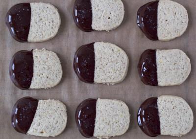 biscuiti-cu-ciocolata-neagra-si-sare-de-mare-2