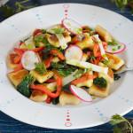 Gnocchi cu ardei copt și primăvară