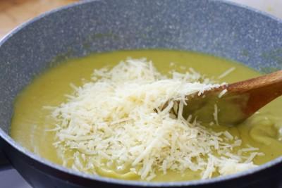 Supa-crema-de-branza-cu-sparanghel (5)
