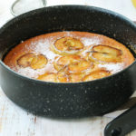 Clafoutis cu mere caramelizate
