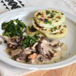 Ciuperci cu persillade şi cartofi pe plită