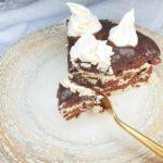 Tort de bezea și ciocolată