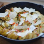 Cartofi copți cu plante aromatice